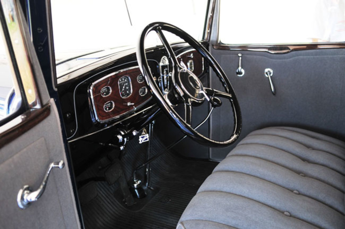 1932-Buick-frontseat