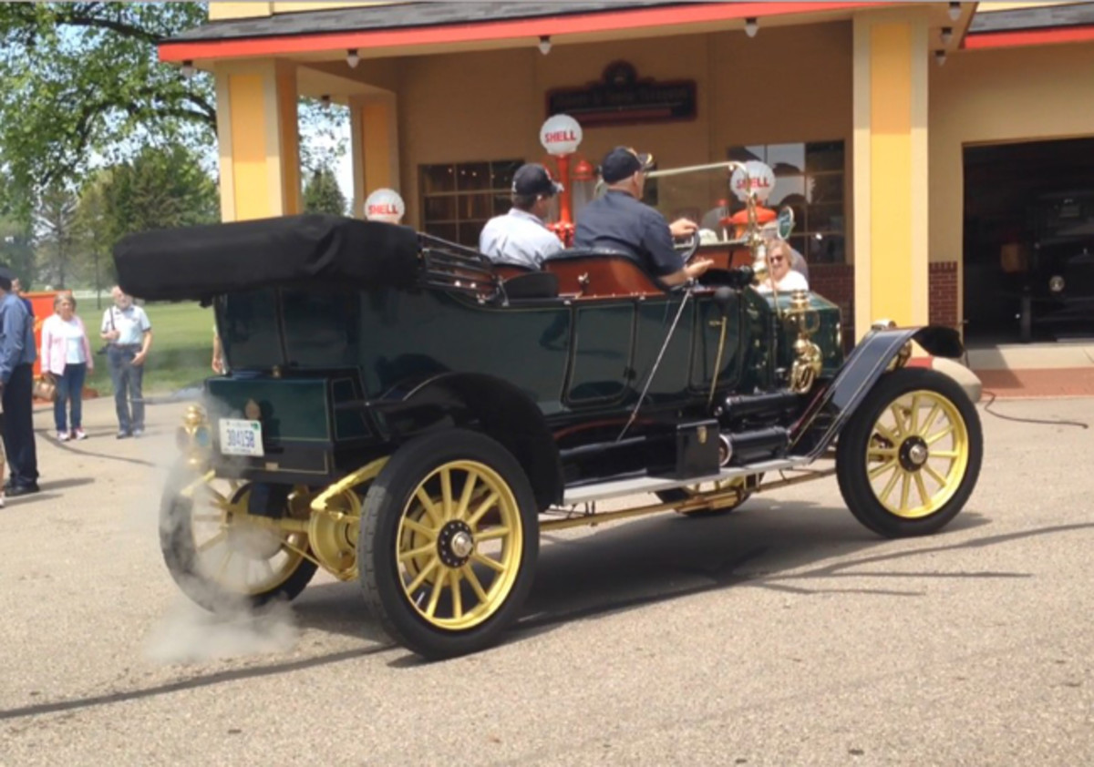 1911 Stanley Steam Car - Photo Gilmore Car Museum