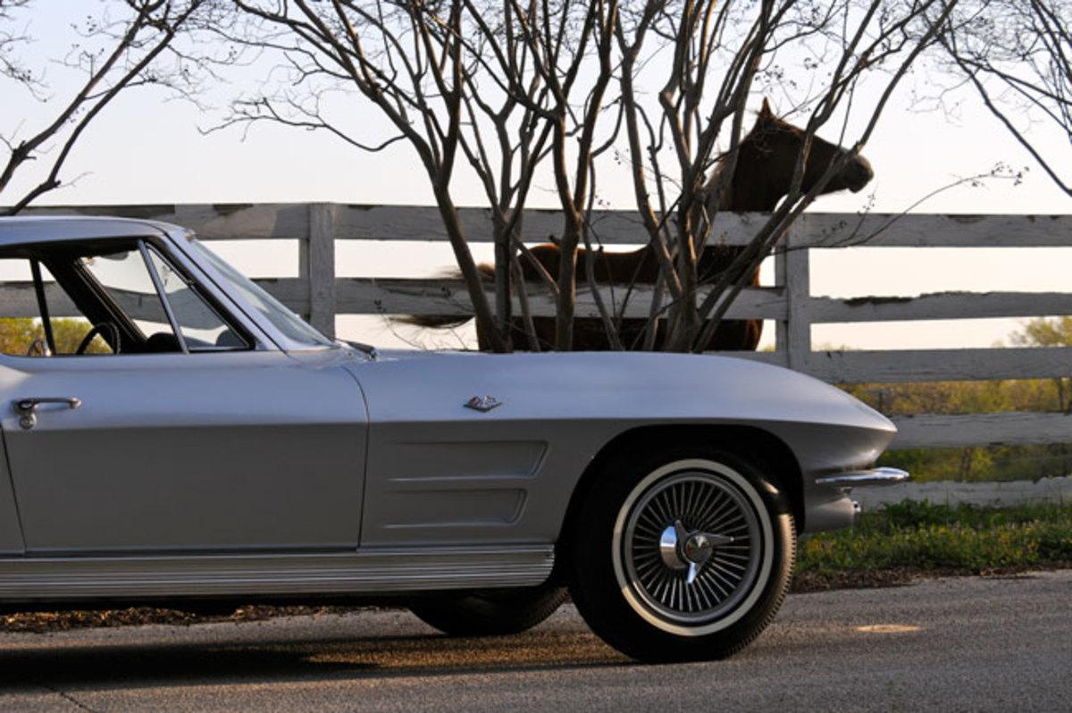 1963-Corvette-horse