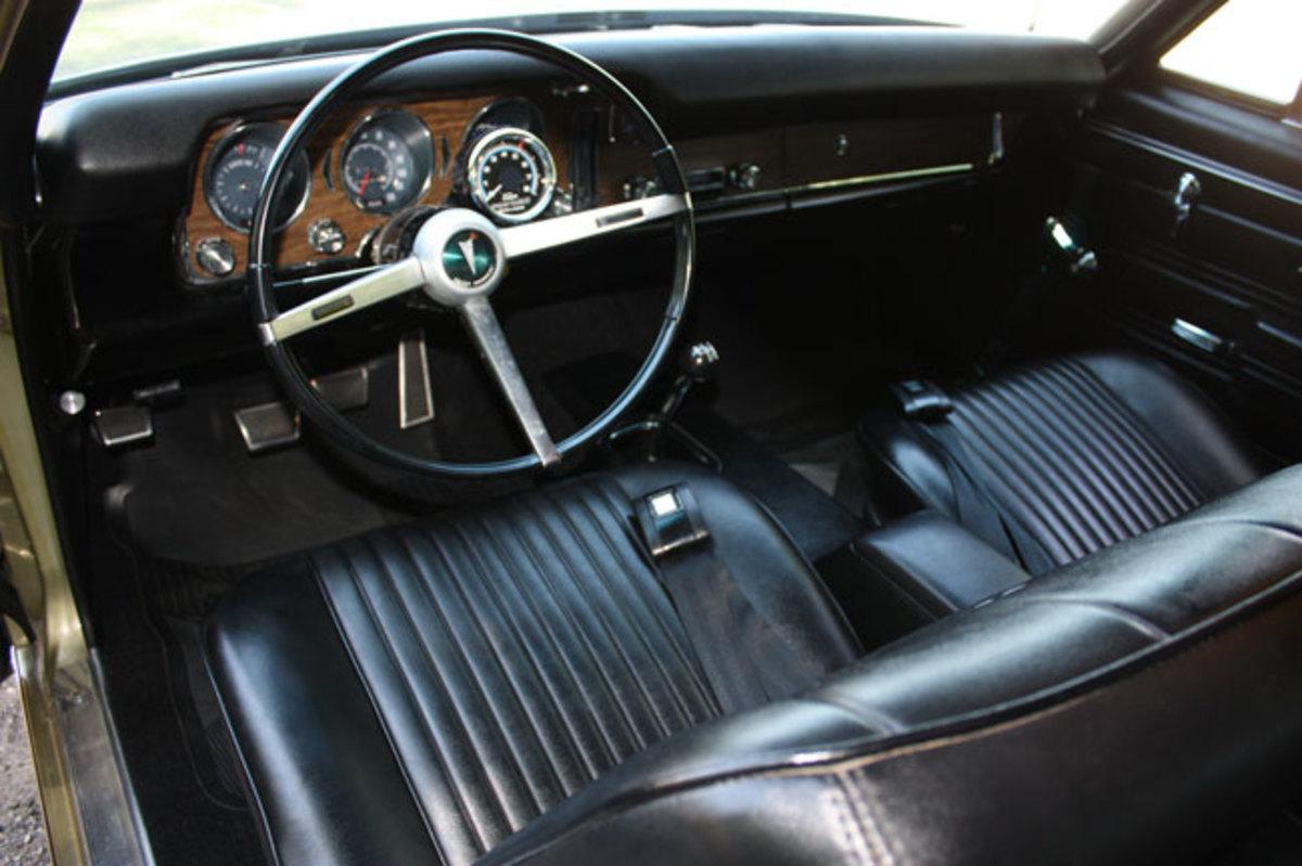 1968-GTO-interior