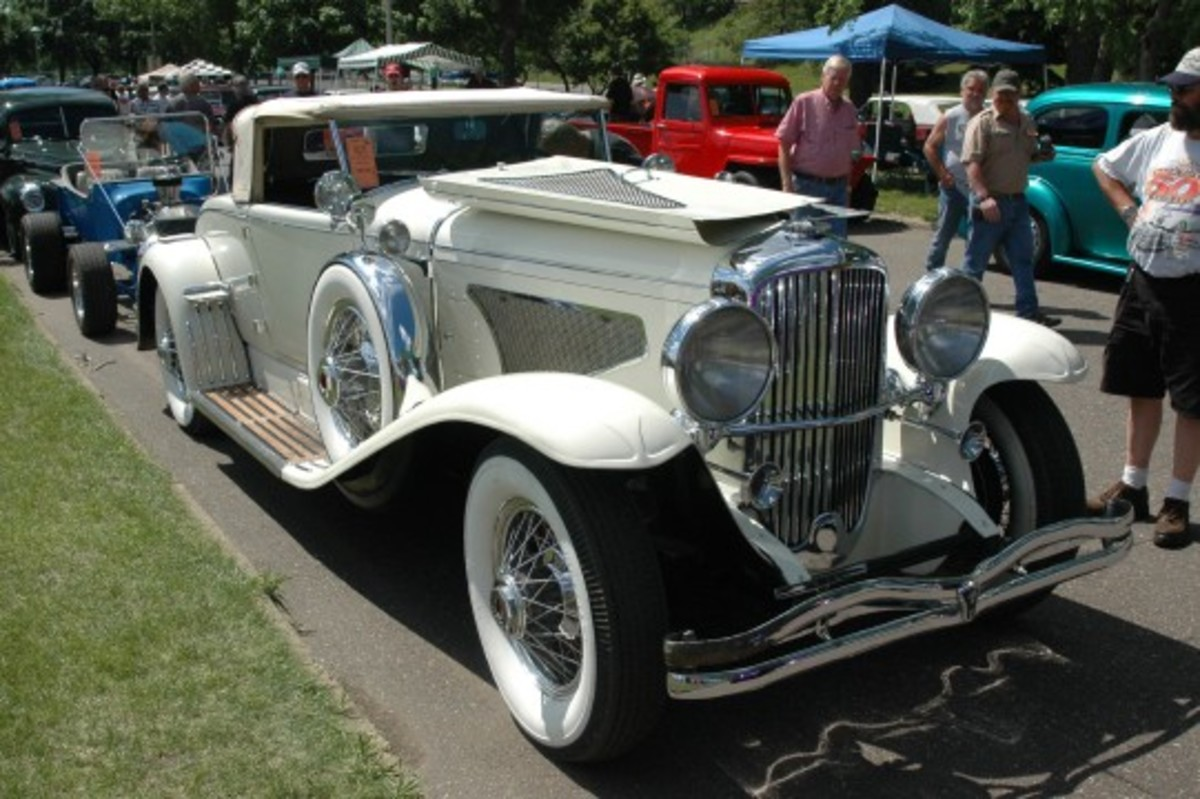 Duesenberg Murphy Convertible Coupe at Back to the 50's.