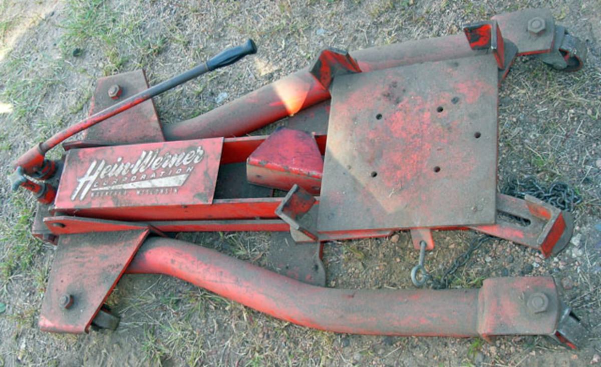 Vintage Hein-Werner rolling transmission jack sold for $185.
