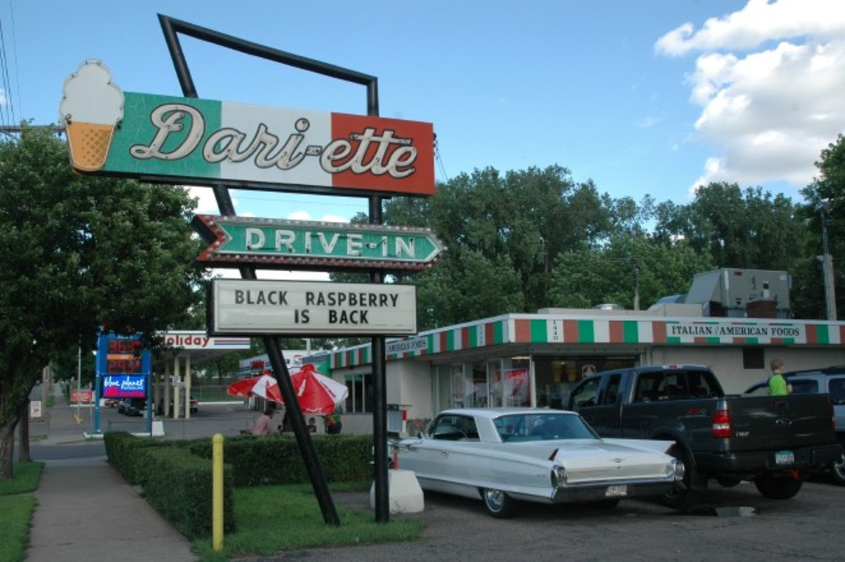 After registration at the Mermaid Hotel, I kick off the weekend at the Dari-Ette Drive-In on Minnehaha Avenue on St. Paul's East Side.