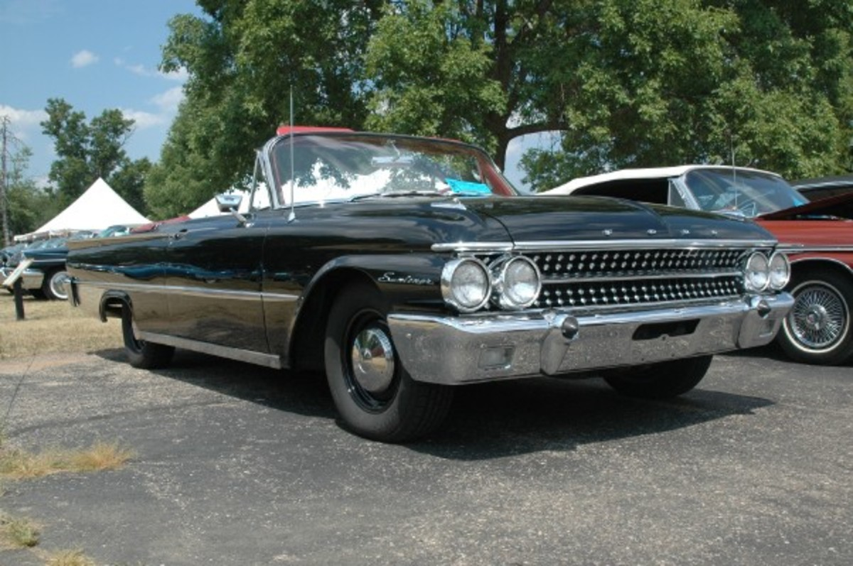 Rick Konkel's 1961 Ford Sunliner packs a tri-power setup and black paint on its straight-as-an-arrow body.