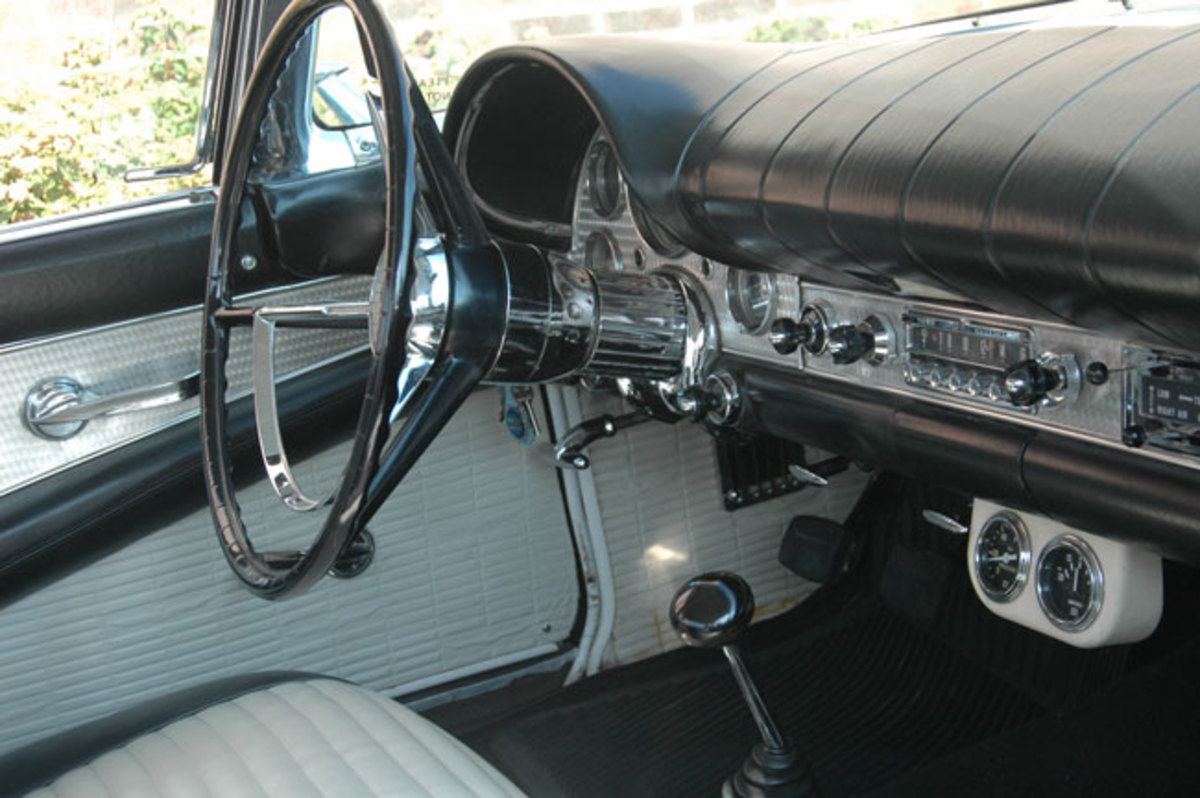 1957-Thunderbird-6