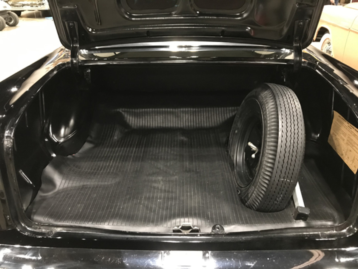 The trunk retained the jack instructions, floor mat and spare.