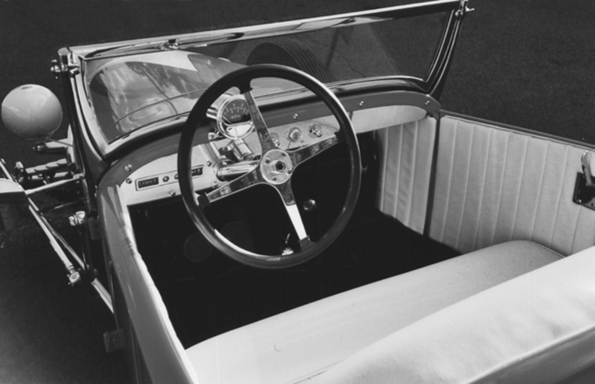 A four-spoke Bell steering wheel was an interior highlight; the steering column was topped with a prominent Sun tachometer; other instruments are discrete. The roadster's upholstery, also by Ralph Ingle, was done in antique ivory Naugahyde. (Ralph Marano photo)