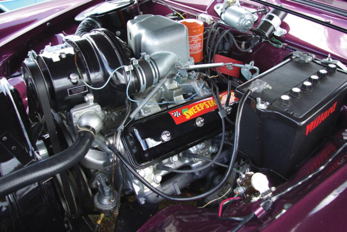 1958-Golden-Hawk-engine