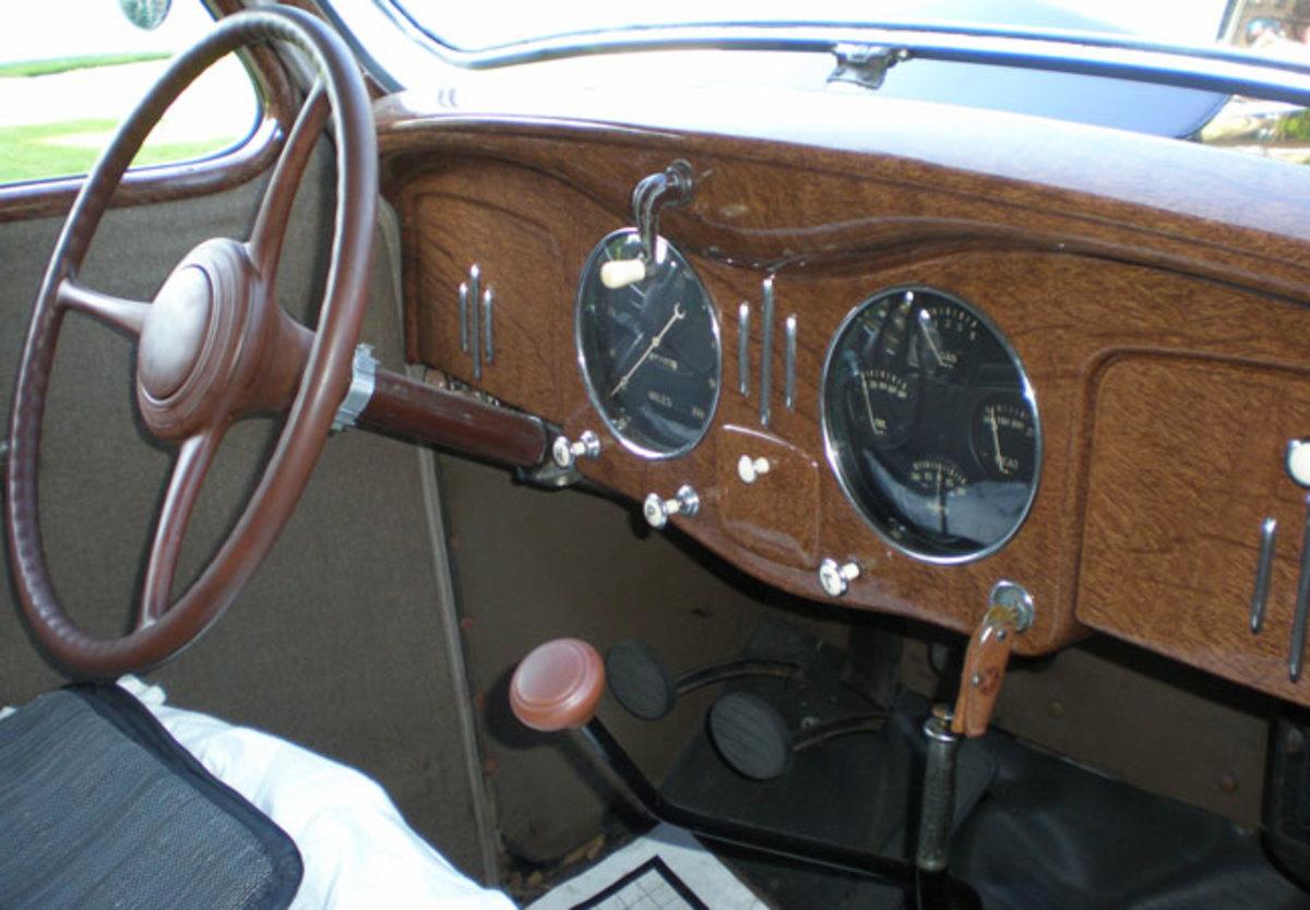 1935-Chrysler-dash