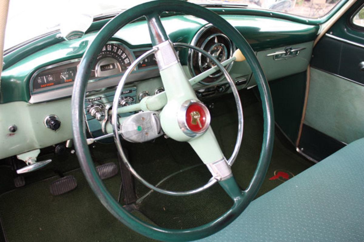 1952-Pontiac-dash
