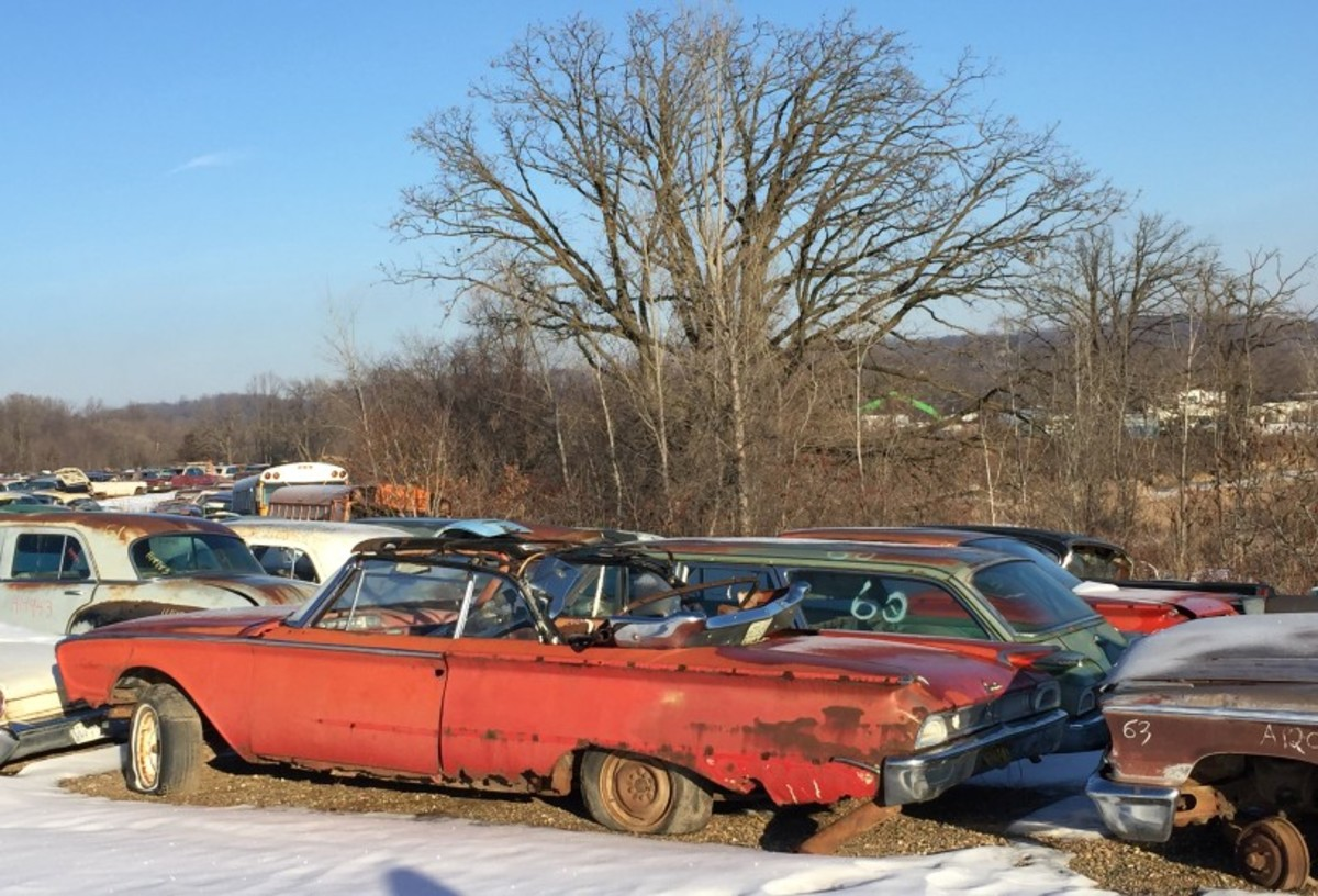 FLAP has had a recent influx of uncommonly seen 1960 Ford products. In addition to a Fairlane two-door sedan and Country Sedan station wagon, we spotted this rusty Sunliner convertible.