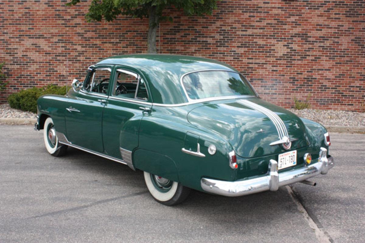 1952-Pontiac-rear2
