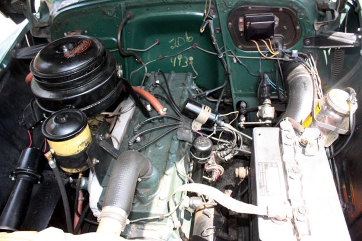1952-Pontiac-engine