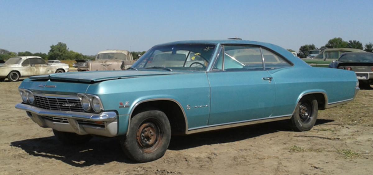 Indoor storage kept this striking 396-cid V-8 1965 Chevrolet Impala in top shape; the 12-mile car fetched $72,500.