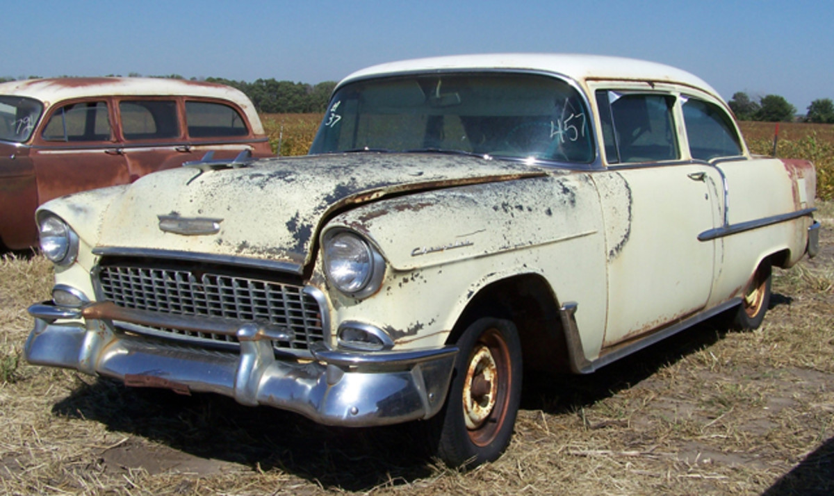 At $12,000, this 30,000-mile 1955 Chevrolet Two-Ten two-door sedan with a V-8 bested the $9,000 paid for the V-8 1955 Bel Air two-door hardtop with 49,000 miles. The '55s sold within cars of each other and were in similar condition.