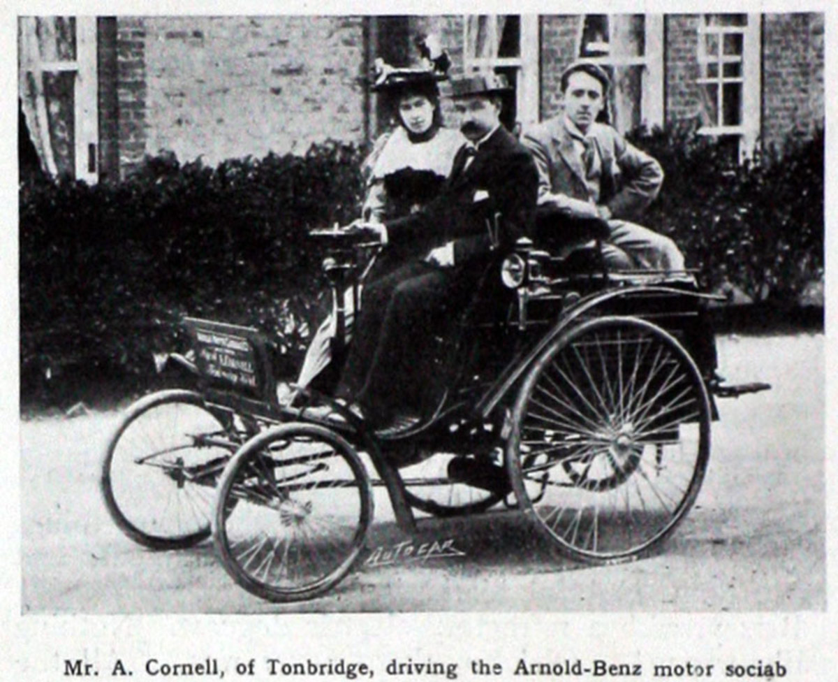 An 1897 image of an Arnold Benz Motor Carriage.