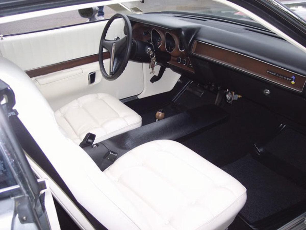 1974-Road-Runner-interior