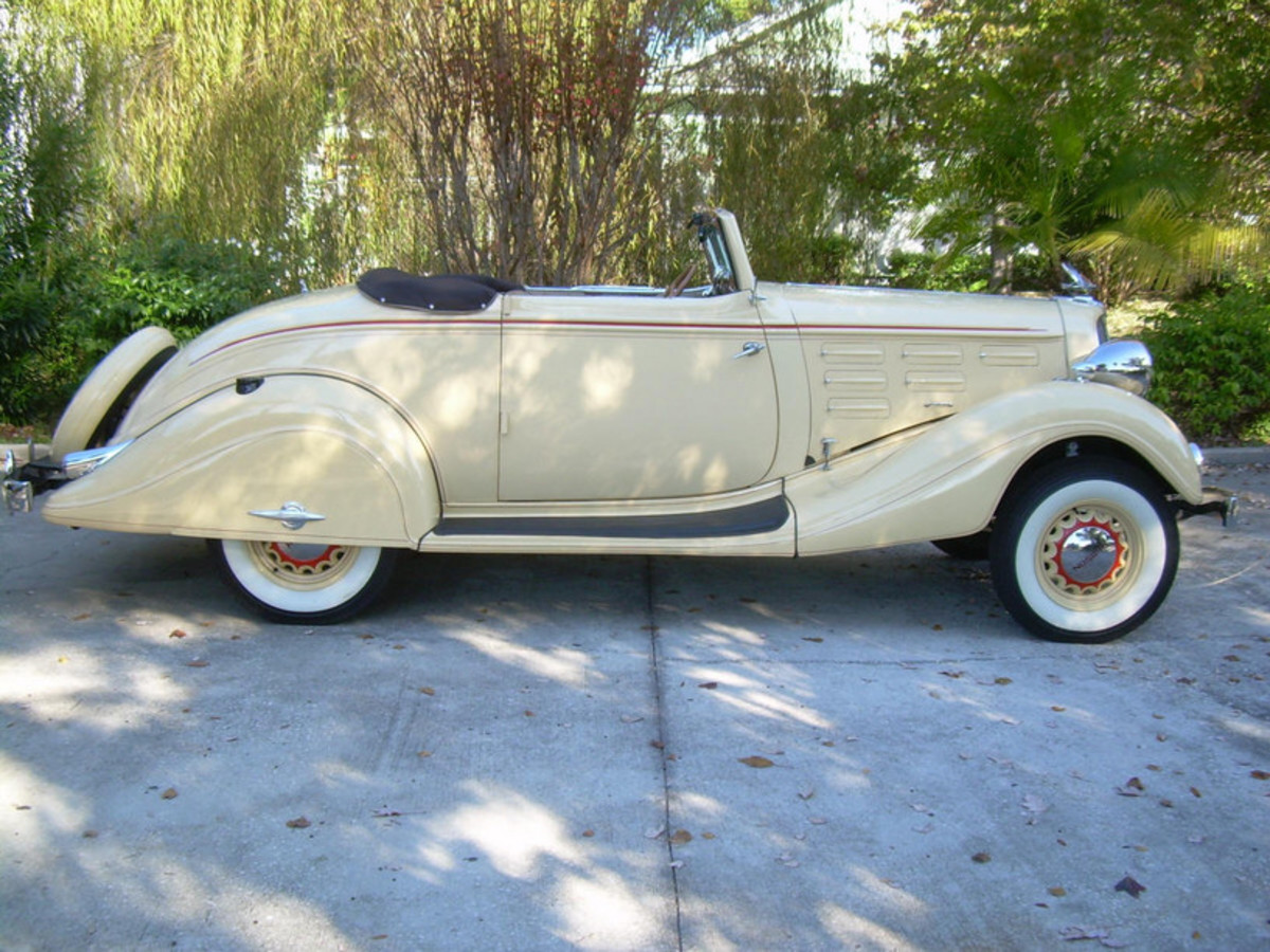 A featured car: 1934 Hudson Challenger Convertible Coupe.