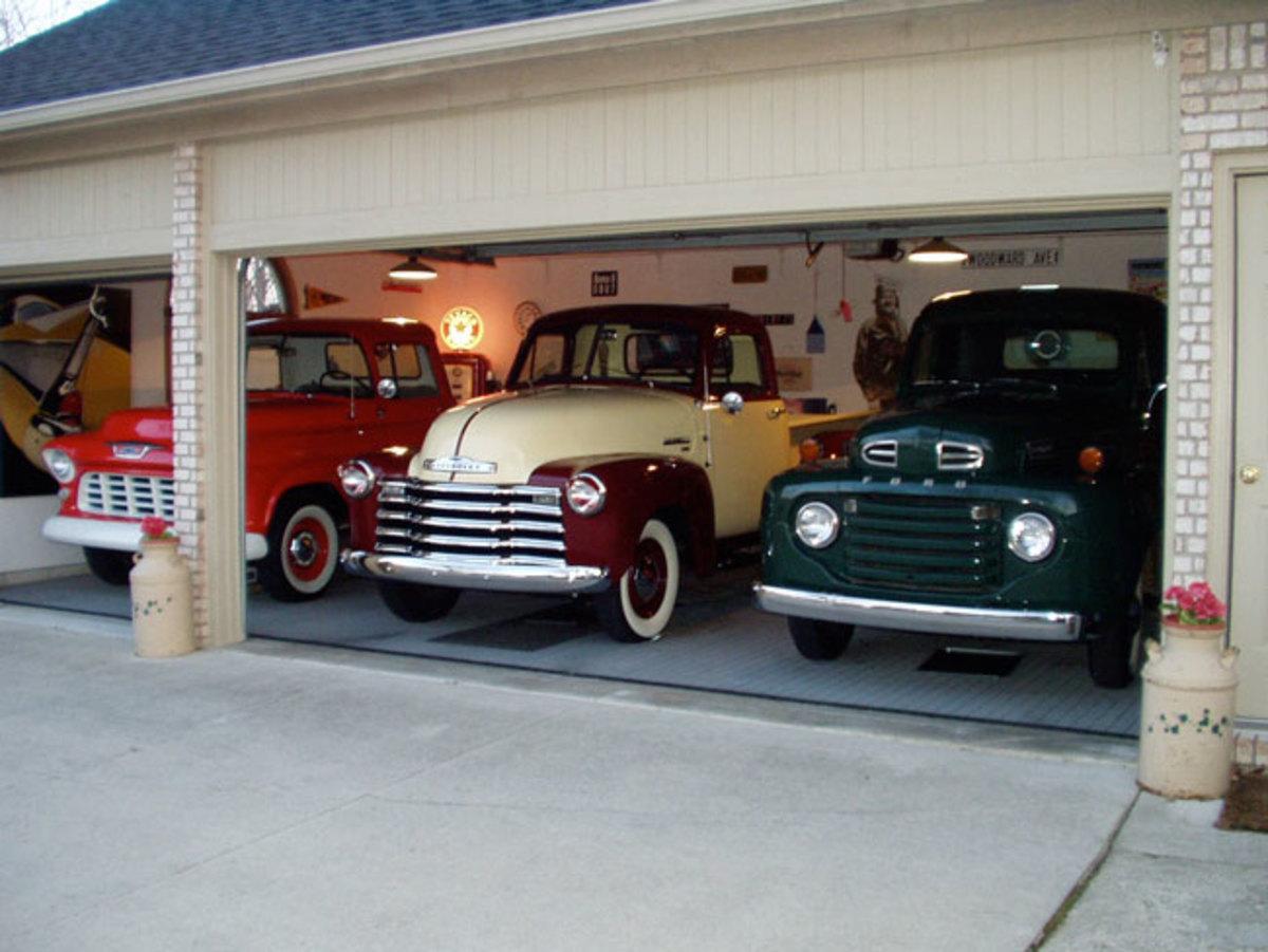 1948-Ford-pickup-garage