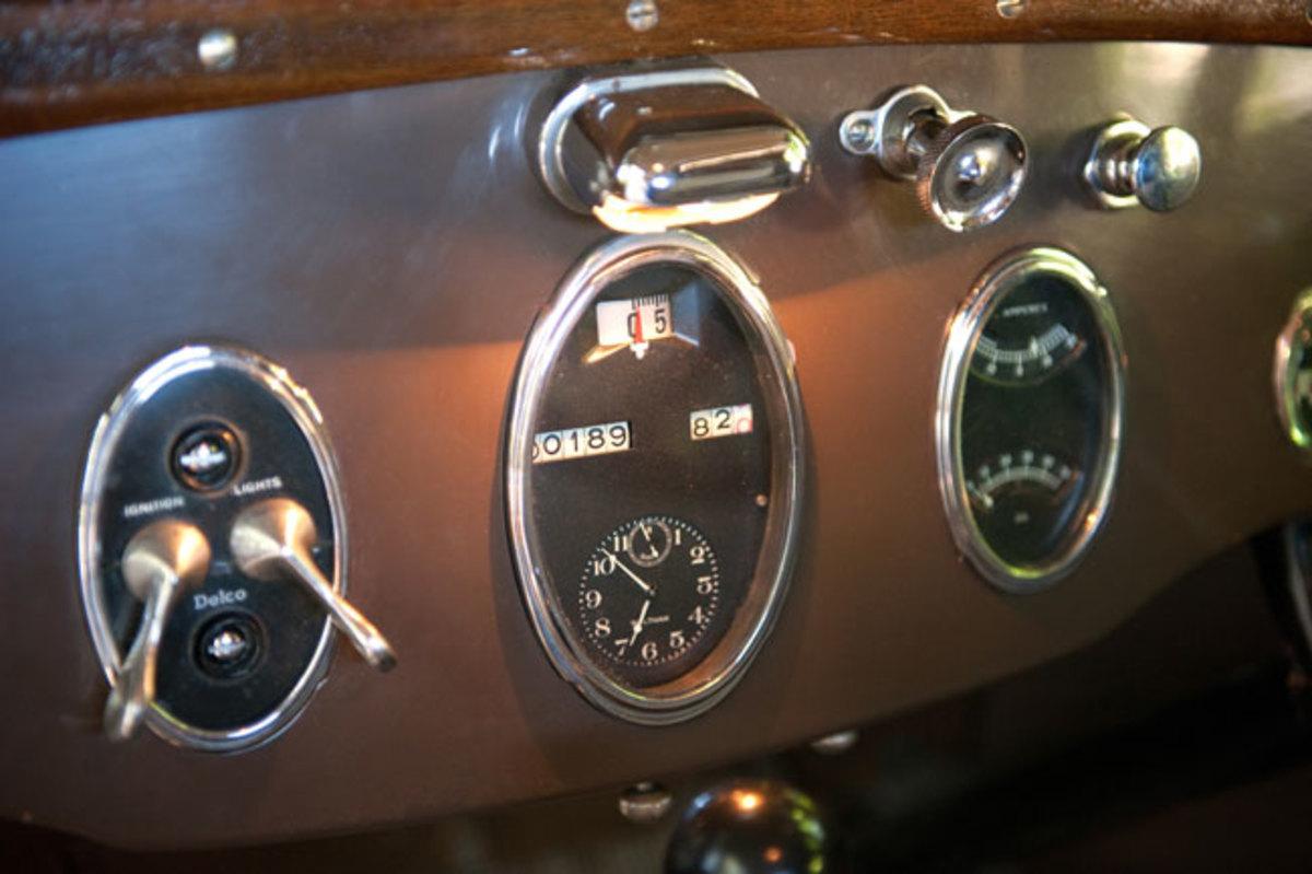 1925-Packard-dash