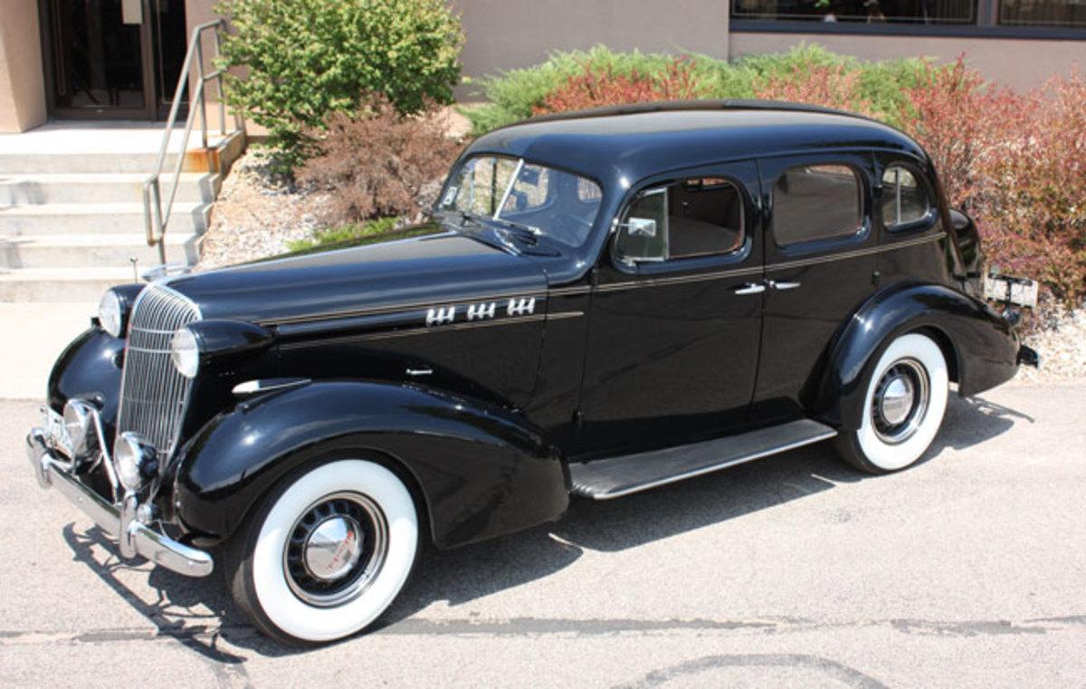 1936-Olds-side