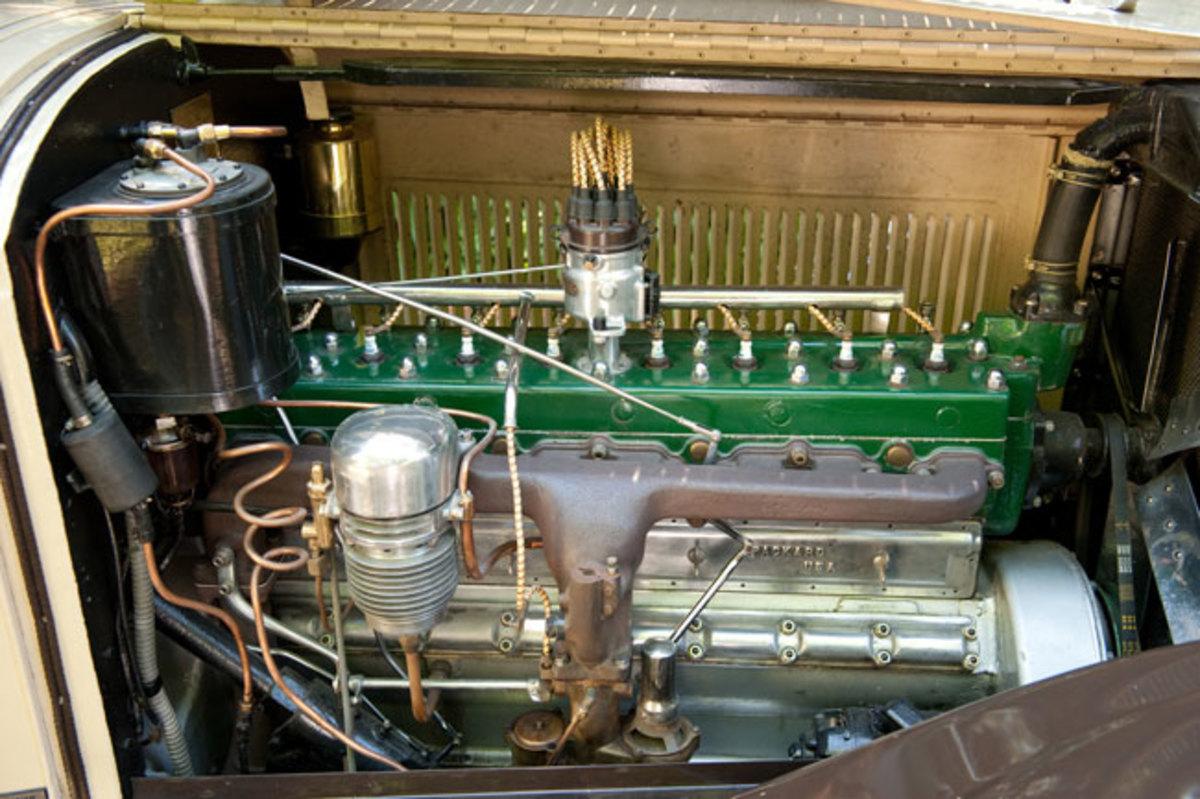 1925-Packard-engine