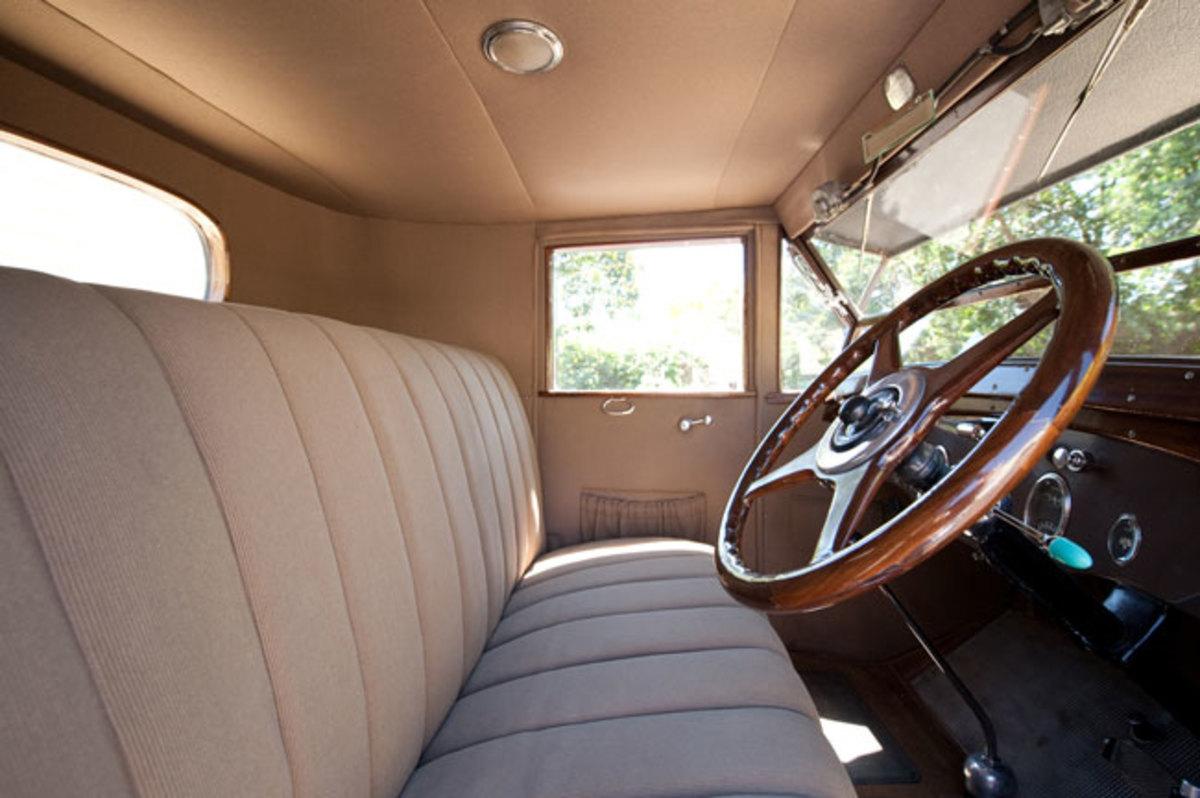 1925-Packard-interior