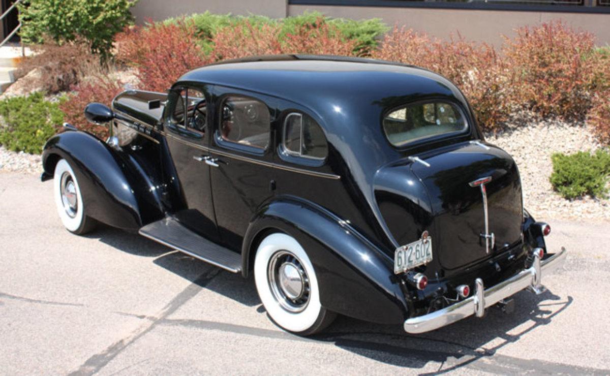 1936-Olds-rear1