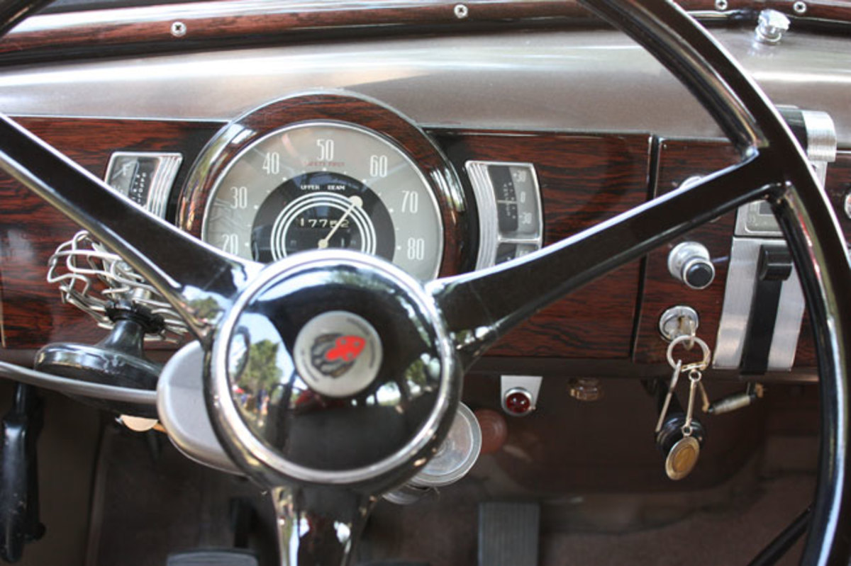 1936-Olds-dash1