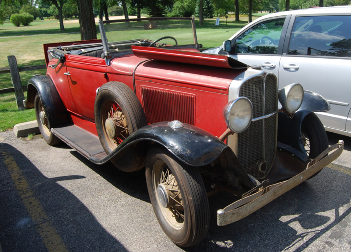 """A beautiful """"barn find"""" '31 Pontiac convertible was driven in the parking lot, but was not in the show."""