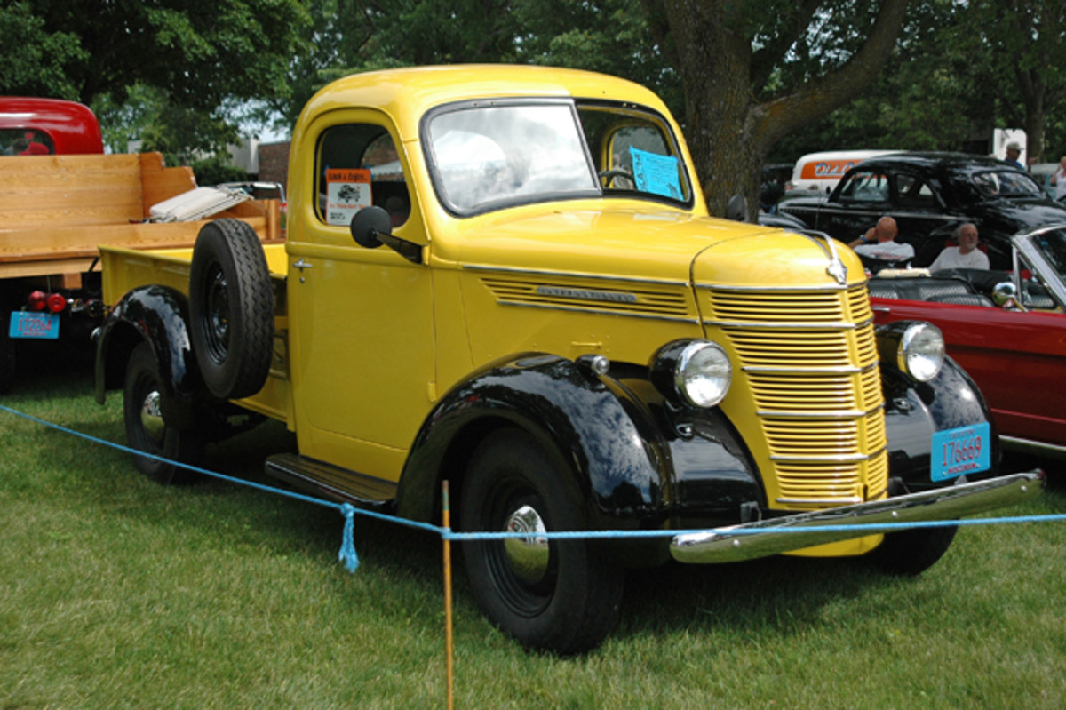 These days, Arthur Elman's 1940 International only hauls ogling eyes and trophies. The rare rig is a 3/4-ton Model D painted yellow with black fenders.