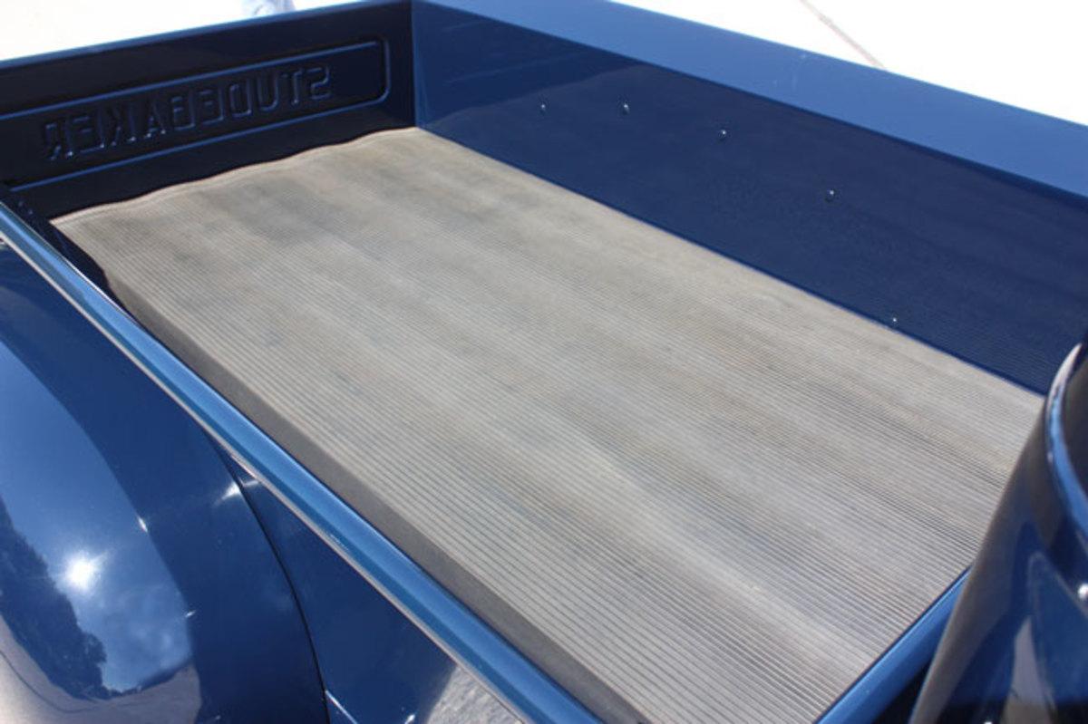 1947-Studebaker-pickup-bed