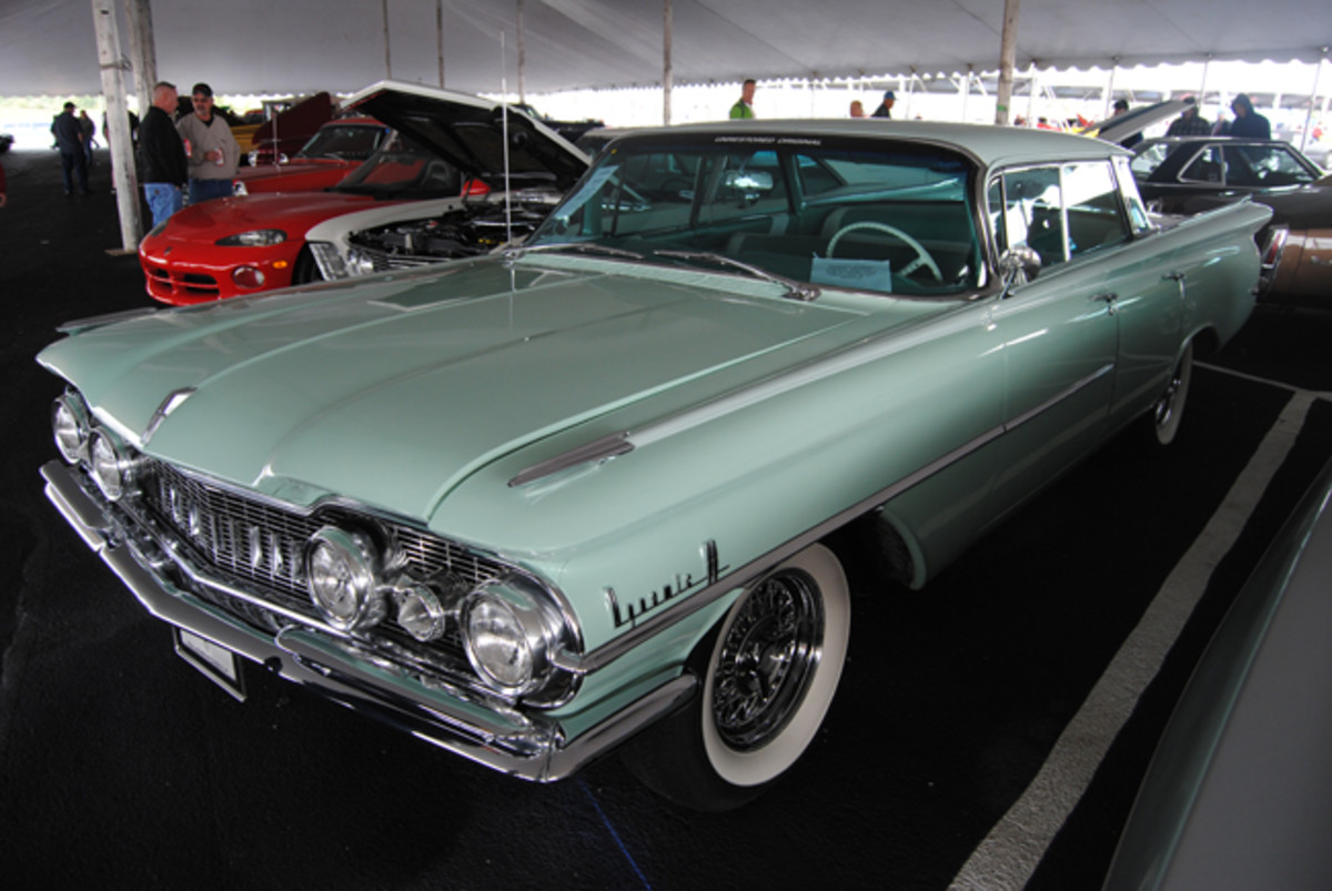 This gorgeous 1959 Oldsmobile 98 4-dr hardtop was a great buy for a bid of $21,000 during Auctions America's Fall Auburn sale.