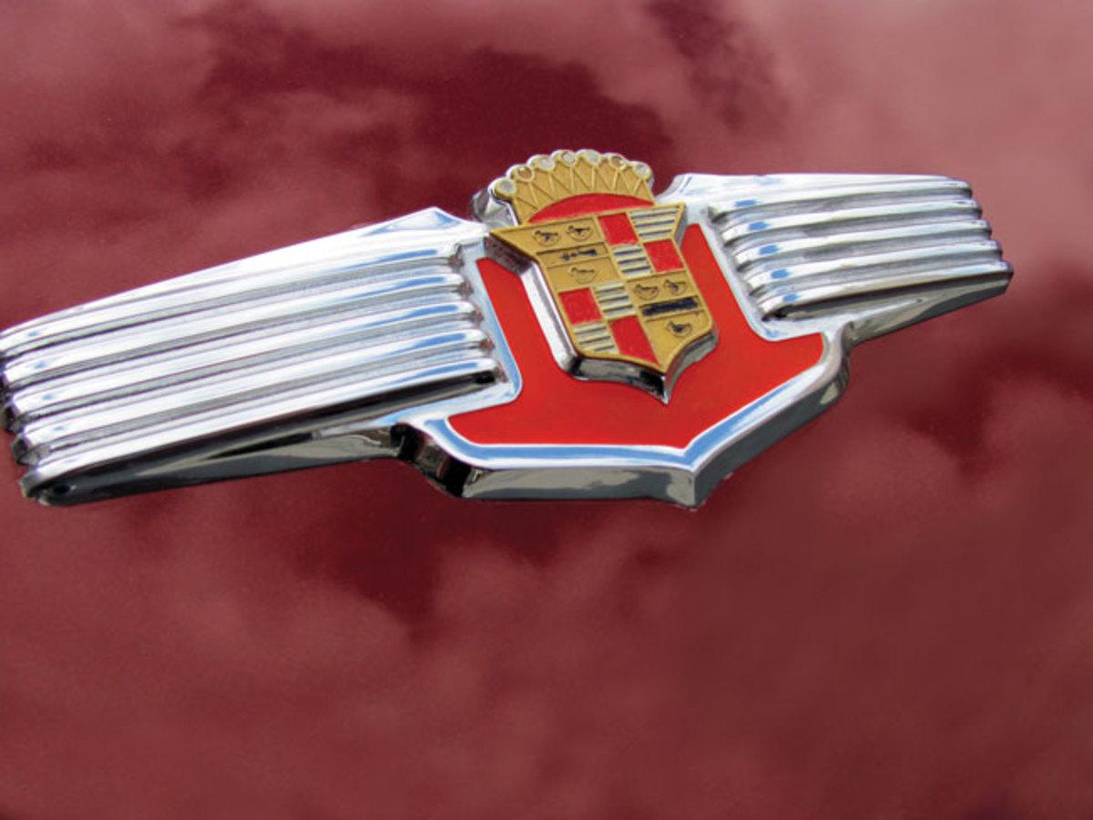 1941-Cadillac-badge