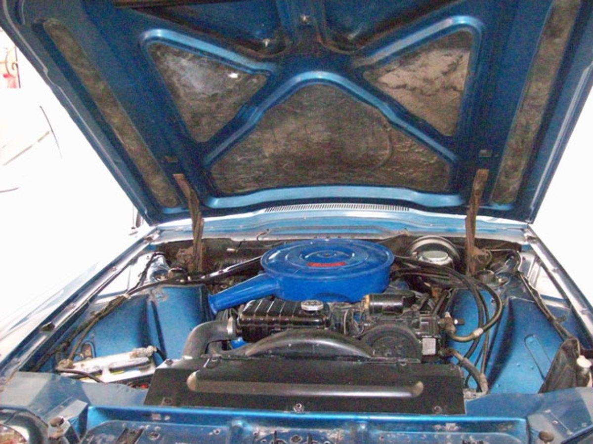 1966-Thunderbird-engine