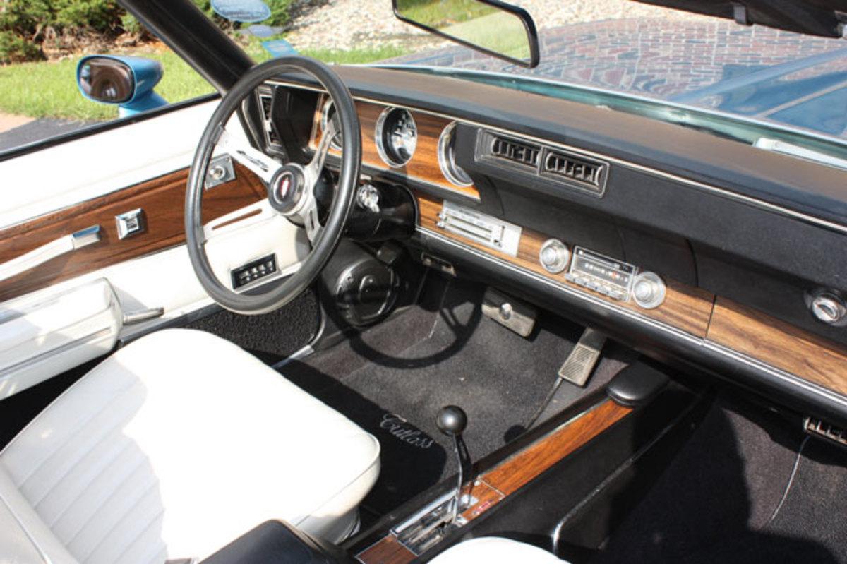 1972-Cutlass-Supreme-2