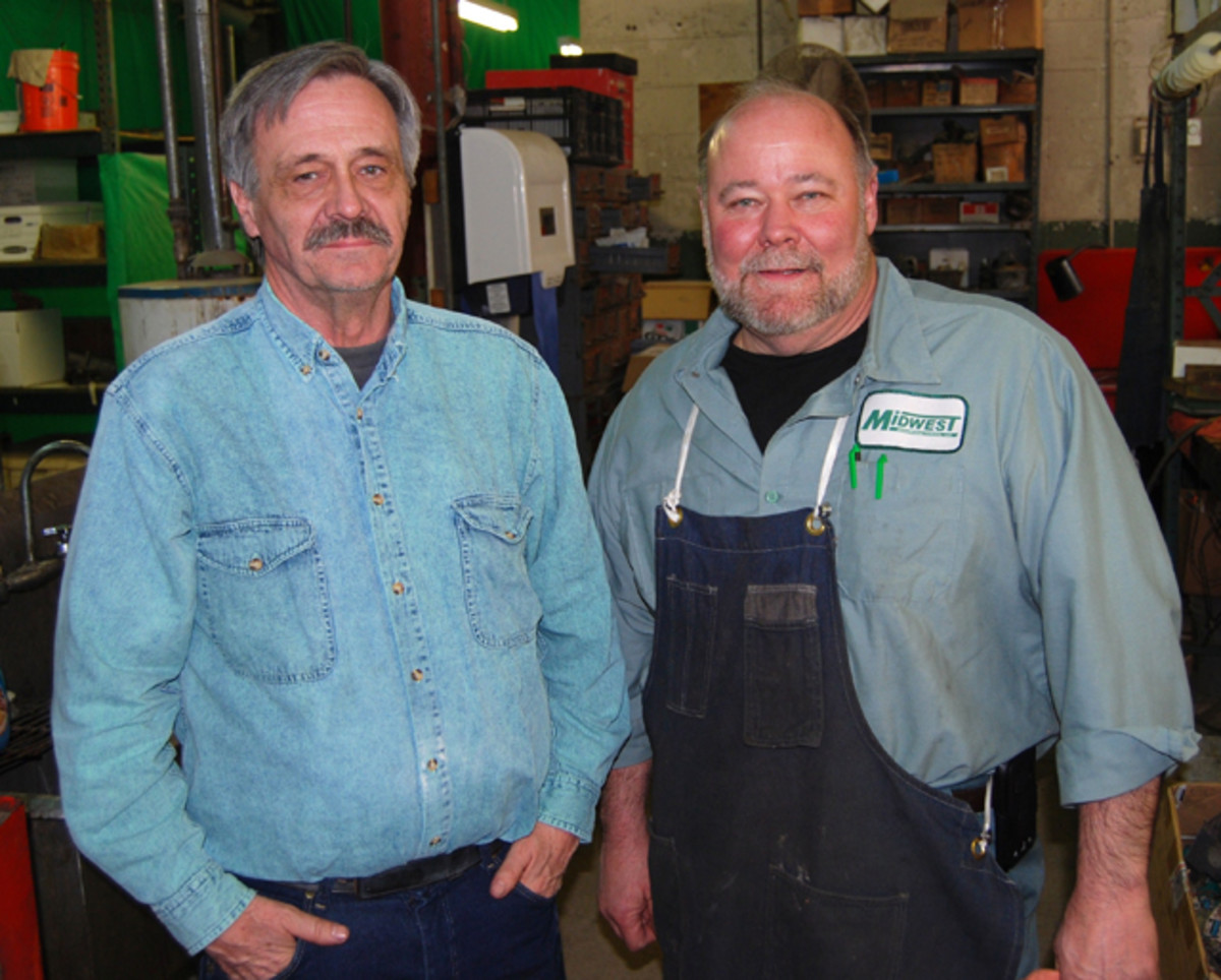 Mark Geske (left) started working at 3Gs in January and in March he pais a visit to Midwest Remanufacturing (www.mwreman.com) to meet Ken Walsh (right).