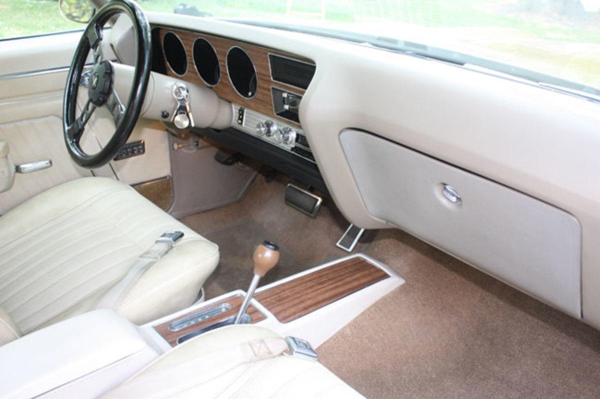 1970-GTO-interior1