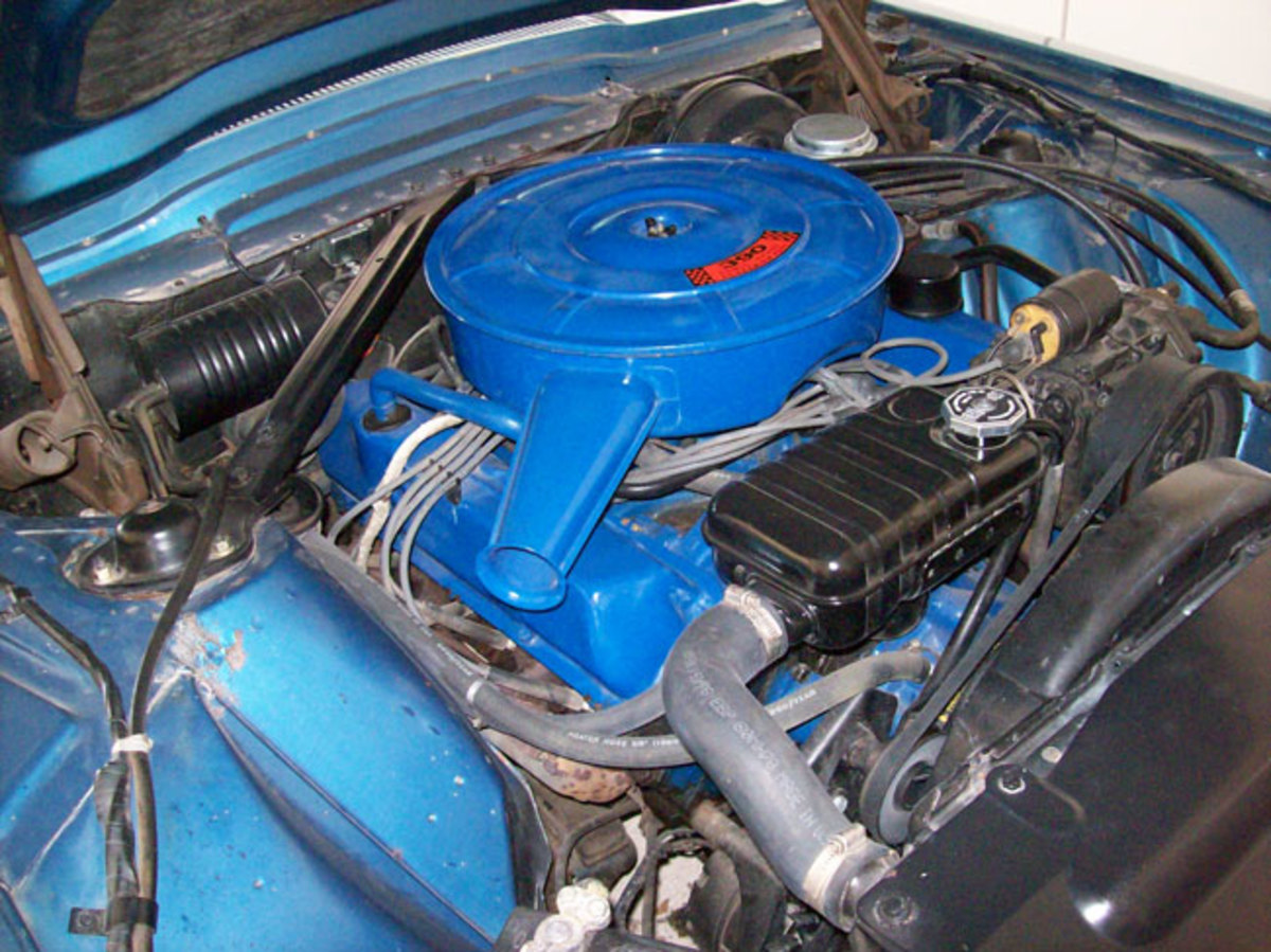 1966-Thunderbird-engine2