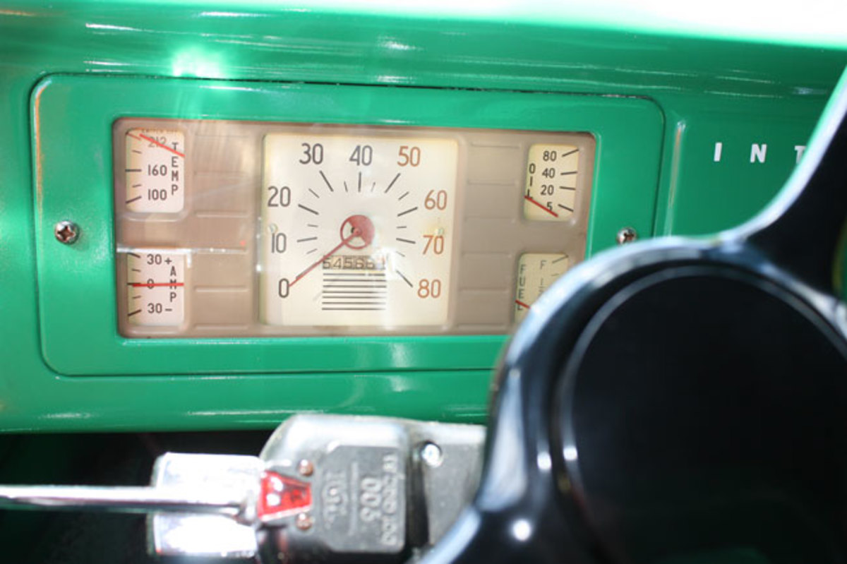 1941-IHC-dash2