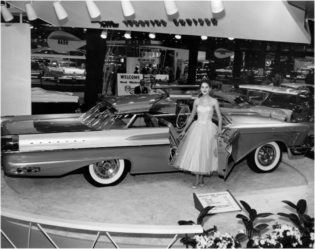 The XM-Turnpike Cruiser as it appeared at the 48th annual Chicago Auto Show at the International Amphitheatre during February 1956.