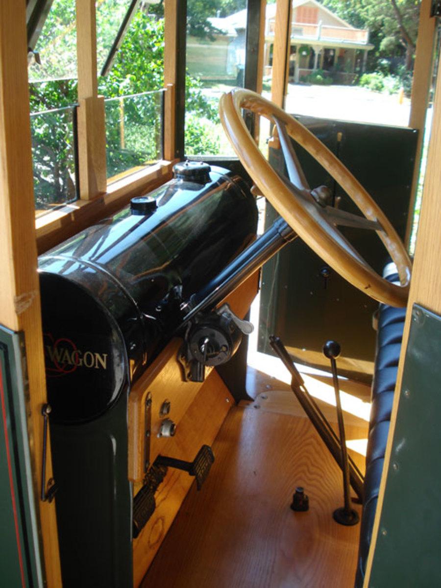 1923-Reo-inside2