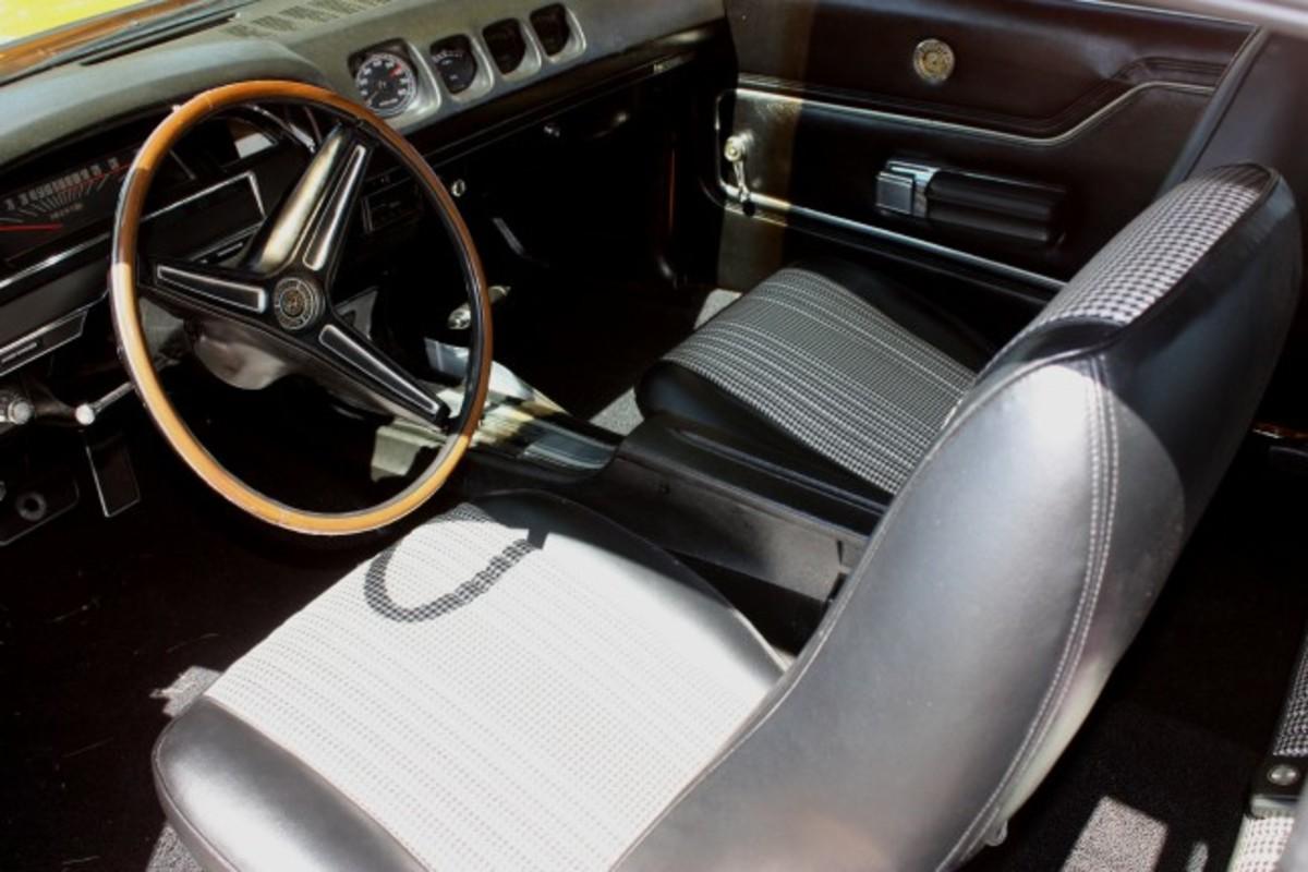 1970 Spoiler-interior