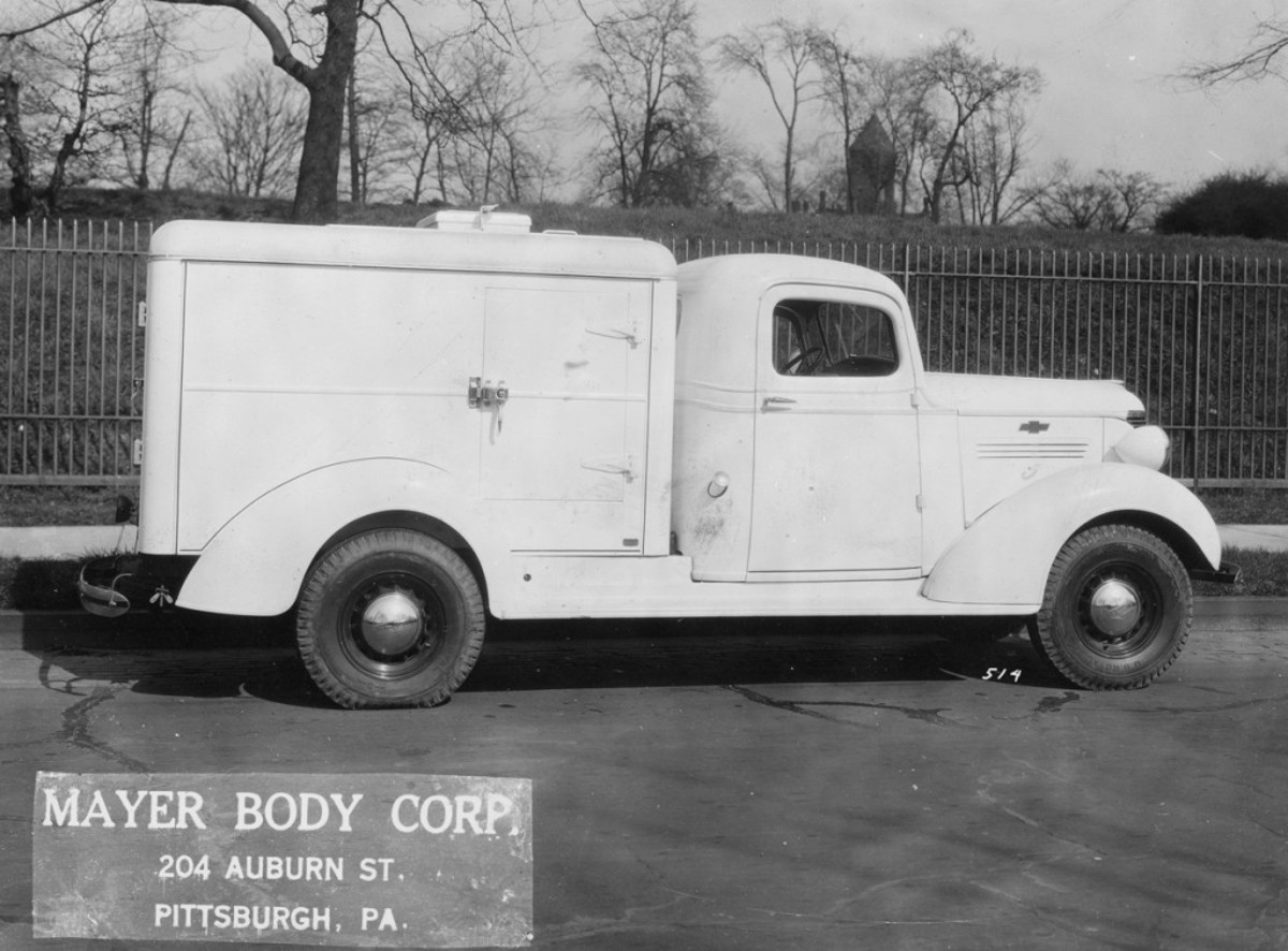 """The """"DryIce"""" ice cream refrigerator body on this 133-inch wheelbase 1938 Chevrolet was longer but narrower than in 1935, and held just 75 gallons of ice cream, although space was also provided for dry goods. The body was built of """"auto body steel"""" and it featured a curb-side door and a rear door to empty the ice cream compartment."""