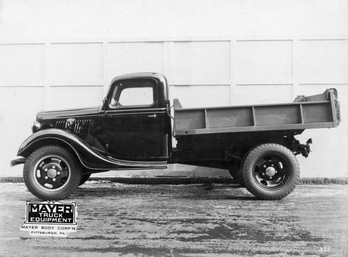 Mayer Truck Equipment painted and mounted the two- to three-yard SL-11 Heil steel dump body on this 1935 Ford truck chassis. The dump body featured a double-acting tailgate, full-length mudboards, two side braces on each side and a SL-1 Heil hydraulic hoist.