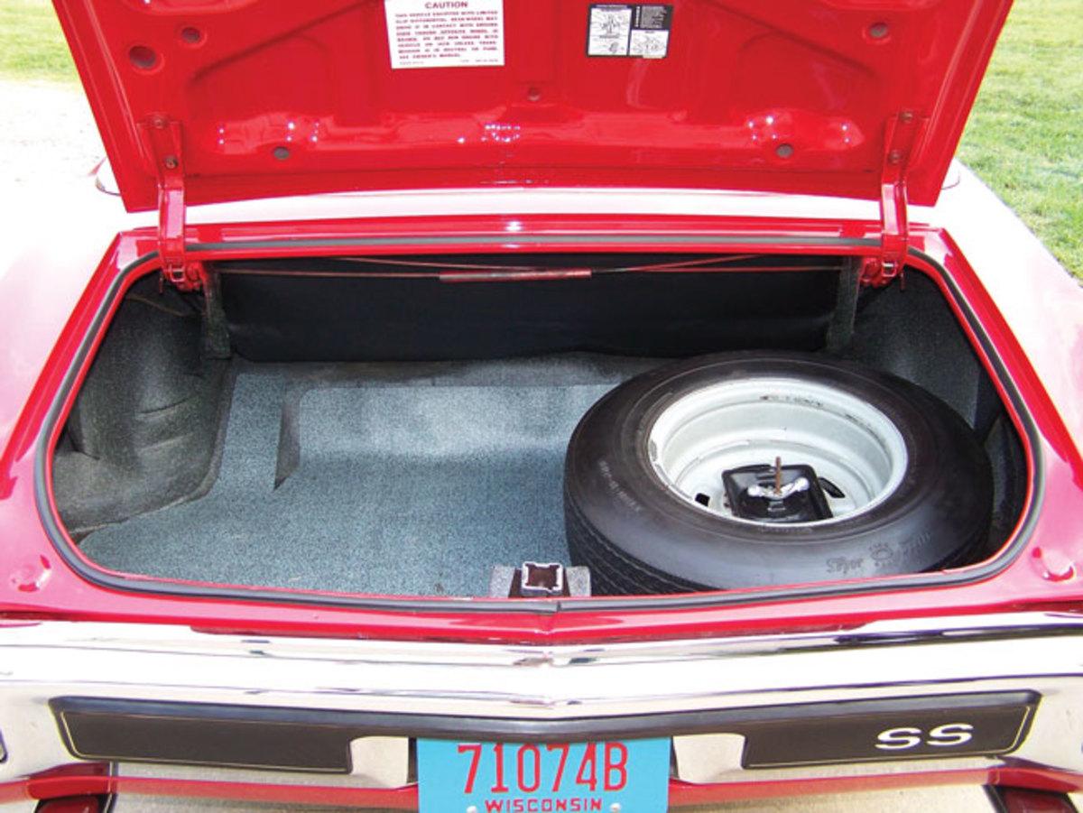 1970-Chevelle-trunk