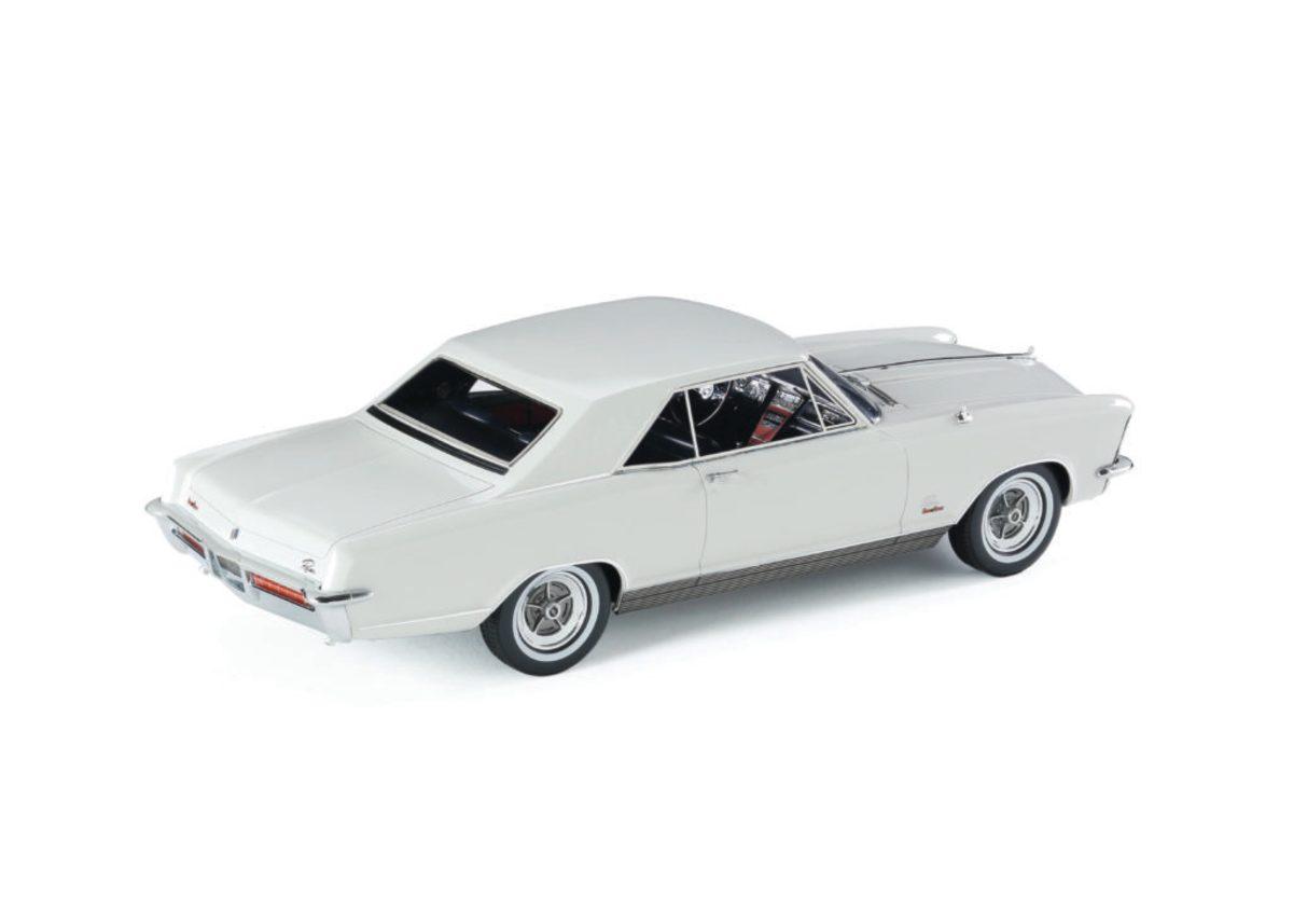 Automodello's 1:24-scale 1965 Buick Riviera GS model in Arctic White.