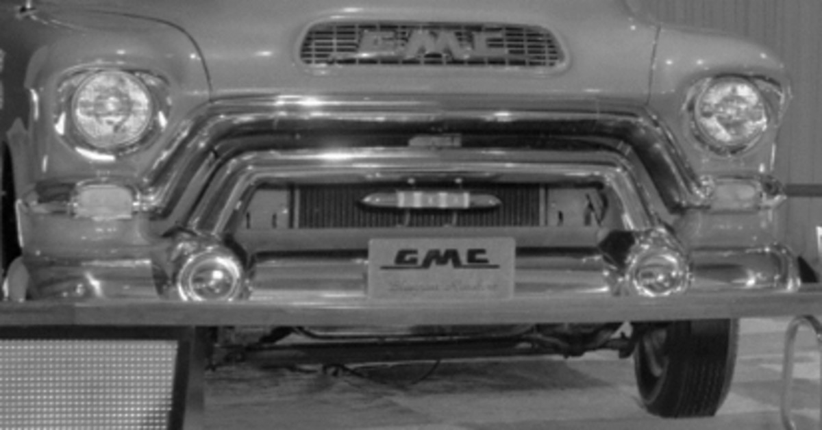 "A close-up of the front license plate showing ""Bluegrass Runabout"" on the license plate. (GM Media Archive collection)"