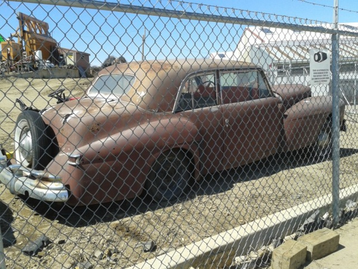 Caged junkyard dog, this beautiful 1946 Lincoln Continental is anything but a creature of the canine variety. It's a definitely buildable Classic.
