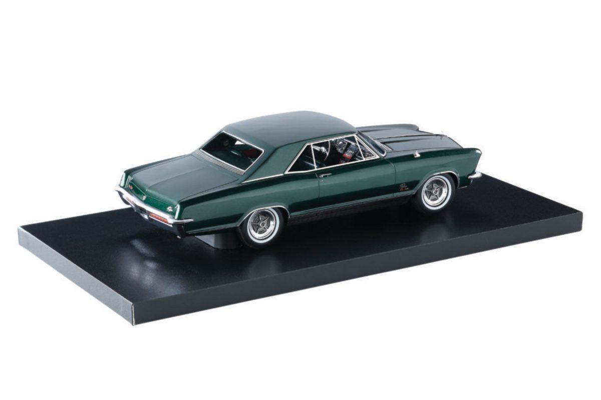 Automodello's 1:24-scale 1965 Buick Riviera GS model in Verde Green.